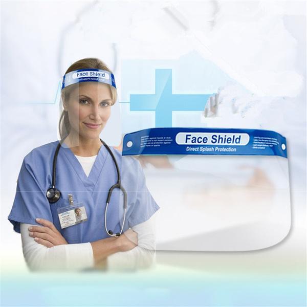 Ärztin die Gesichtsschild trägt